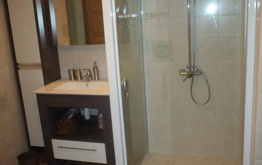 Location de vacances - Appartement à Saint-Ambroix - salle de bains