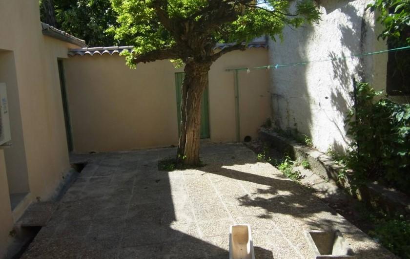 Location de vacances - Appartement à Saint-Ambroix - patio