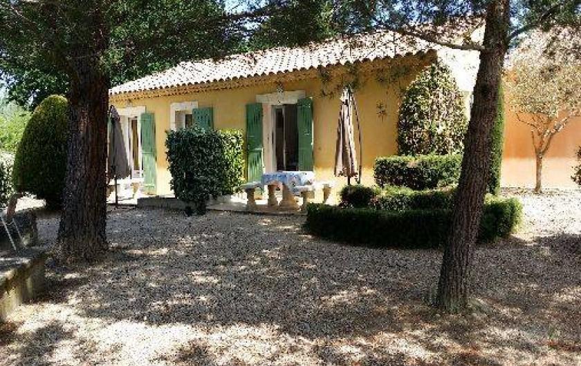 Location de vacances - Maison - Villa à Loriol-du-Comtat - Terrasses côté pinède