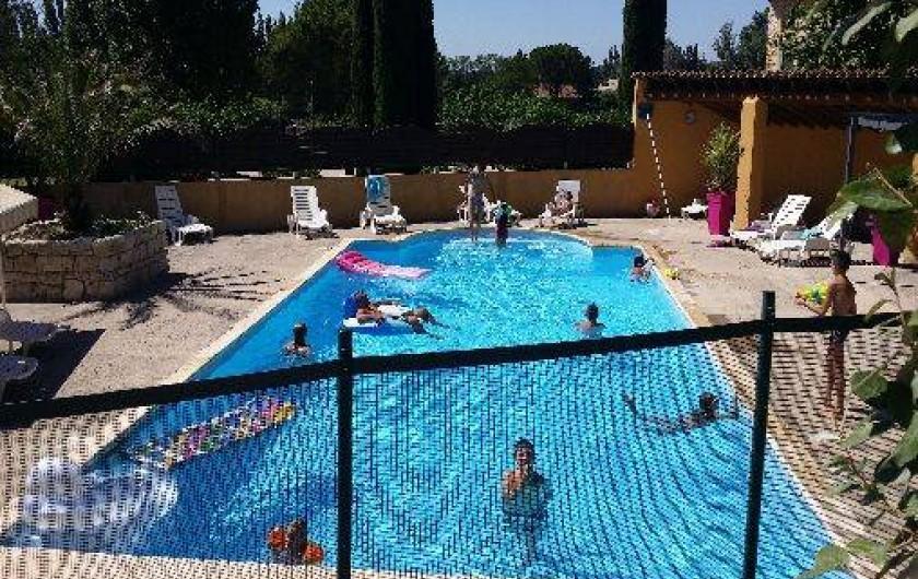 Location de vacances - Maison - Villa à Loriol-du-Comtat - La piscine permet de partager de bons moments  pour des vacances en famille
