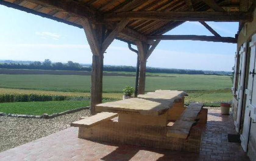 Location de vacances - Gîte à Pourlans - terrasse surplombant les champs