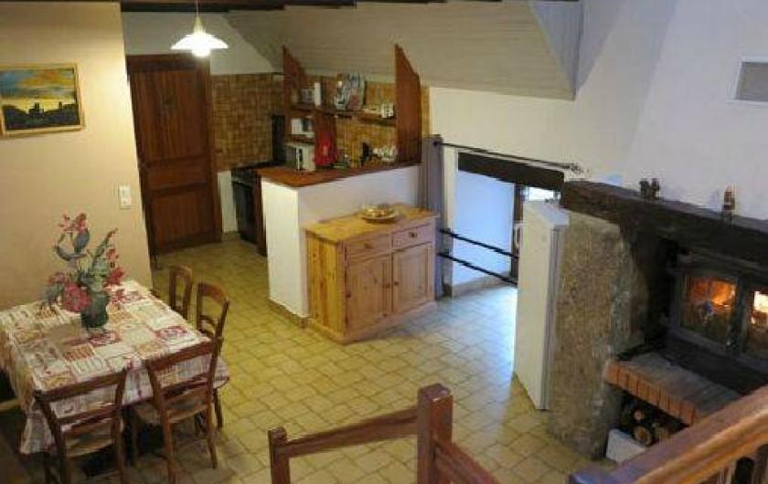 Location de vacances - Gîte à Saint-Pierre-de-Nogaret - Salle à manger et cuisine toute équipée