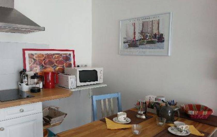 Location de vacances - Chambre d'hôtes à Gujan-Mestras - Le coin repas côté cuisine