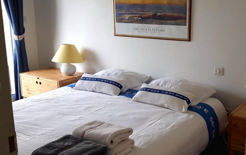 Location de vacances - Chambre d'hôtes à Gujan-Mestras - La chambre à coucher, lit king size en 160cm