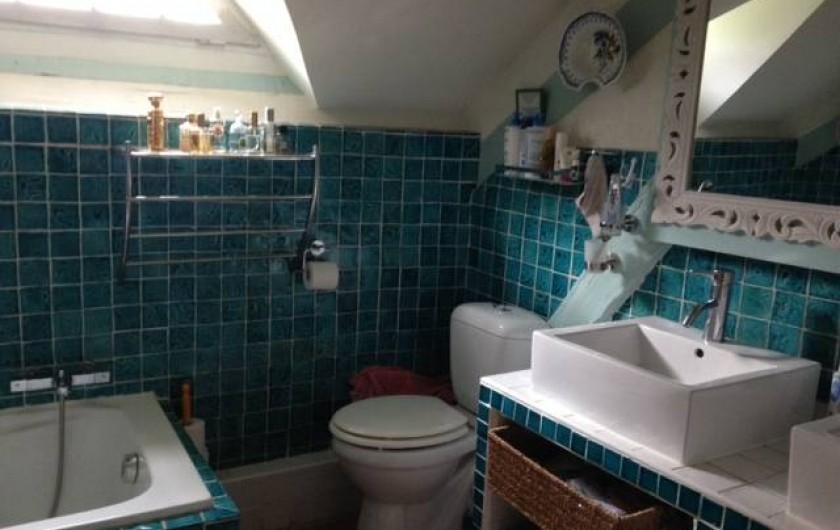 Location de vacances - Maison - Villa à Vitry-aux-Loges - Salle de bains  Baignoire + douche - WC