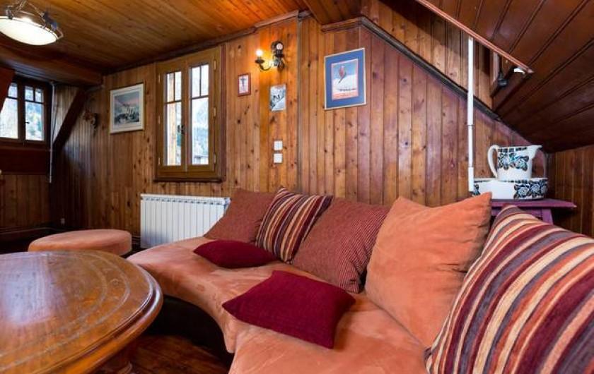 Location de vacances - Chalet à Chamonix-Mont-Blanc - Salon au 1er étage avec vue sur le glacier des Bossons