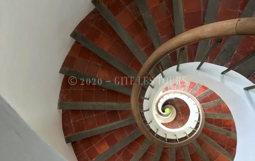 Location de vacances - Gîte à Sarrians - Escalier