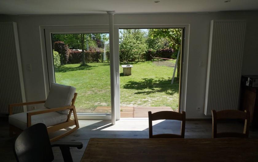Location de vacances - Gîte à Theux - Vue salon vers jardin