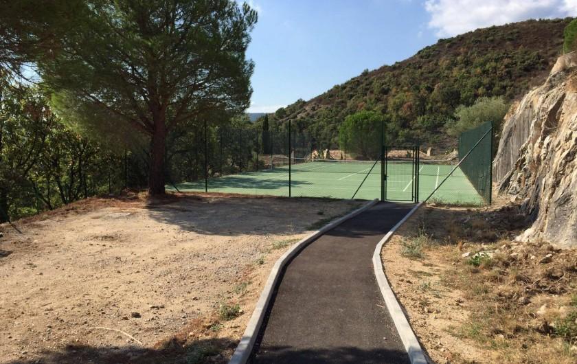 Location de vacances - Mas à Le Plan-de-la-Tour - le tennis de la copropriété