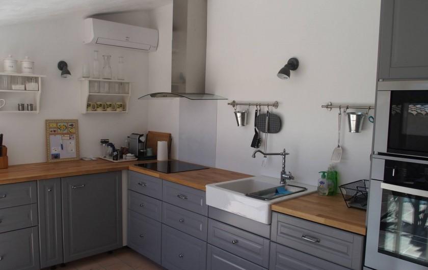 Location de vacances - Mas à Le Plan-de-la-Tour - la cuisine entiérement equipée