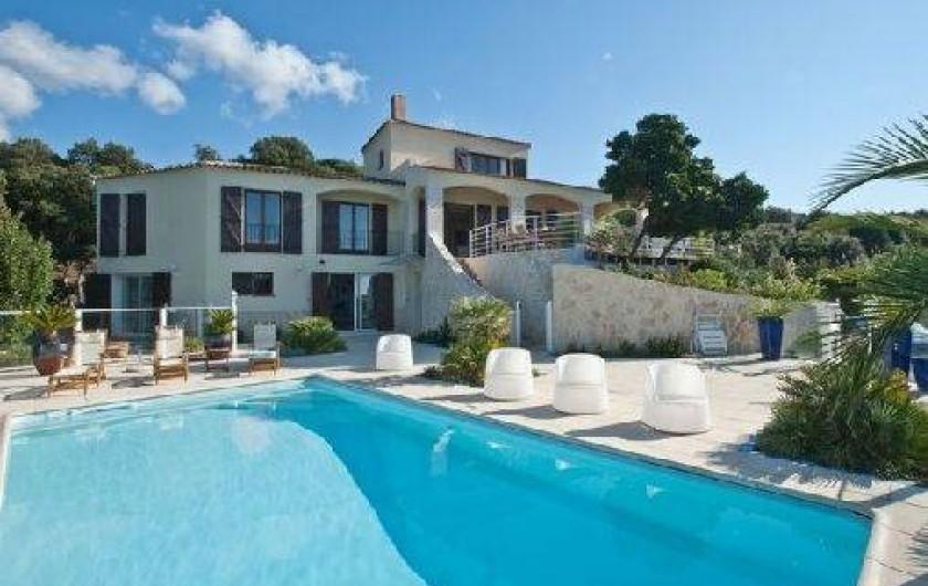 Villa porticcio en corse du sud en bord de mer avec for Camping corse bord de mer avec piscine