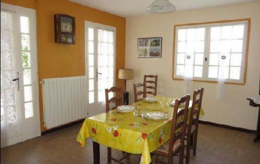 Location de vacances - Maison - Villa à Tournan - la salle à manger lumineuse