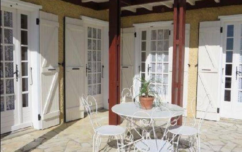 Location de vacances - Maison - Villa à Tournan - La terrasse ensoleillée