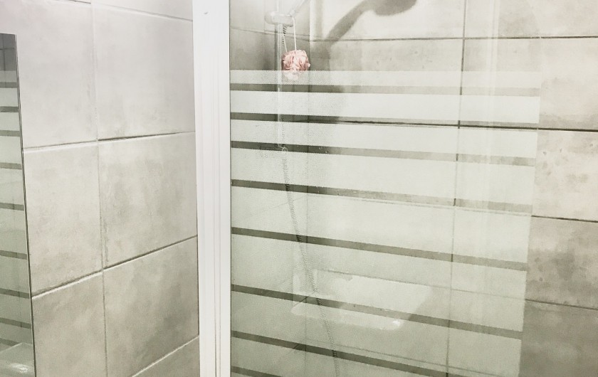 Location de vacances - Appartement à Saint-Sorlin-d'Arves - Baignoire indépendante, sèche serviettes, WC indépendant sur le palier