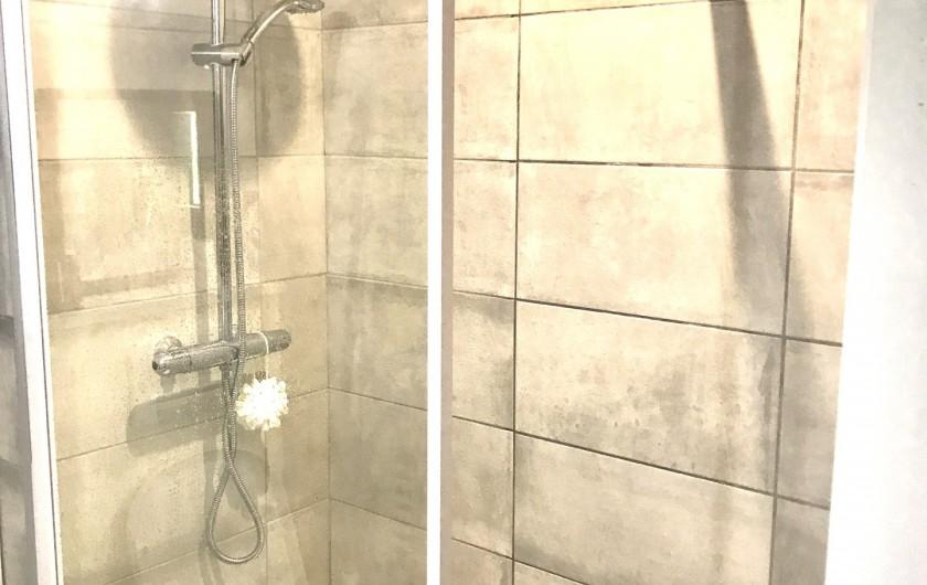 Location de vacances - Appartement à Saint-Sorlin-d'Arves - SDE dans la suite parentale avec sèche serviettes