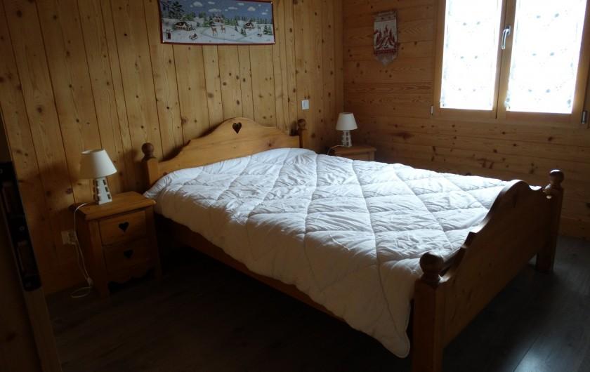 Location de vacances - Chalet à Chapelle-des-Bois - chambre 1 RDC, lit 140