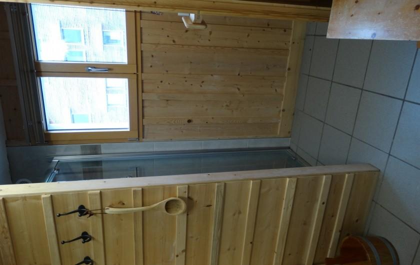 Location de vacances - Chalet à Chapelle-des-Bois - douche et sauna (sous sol)