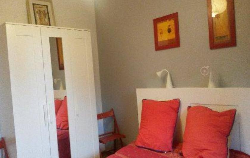 Location de vacances - Villa à Hyères - chambre du bas