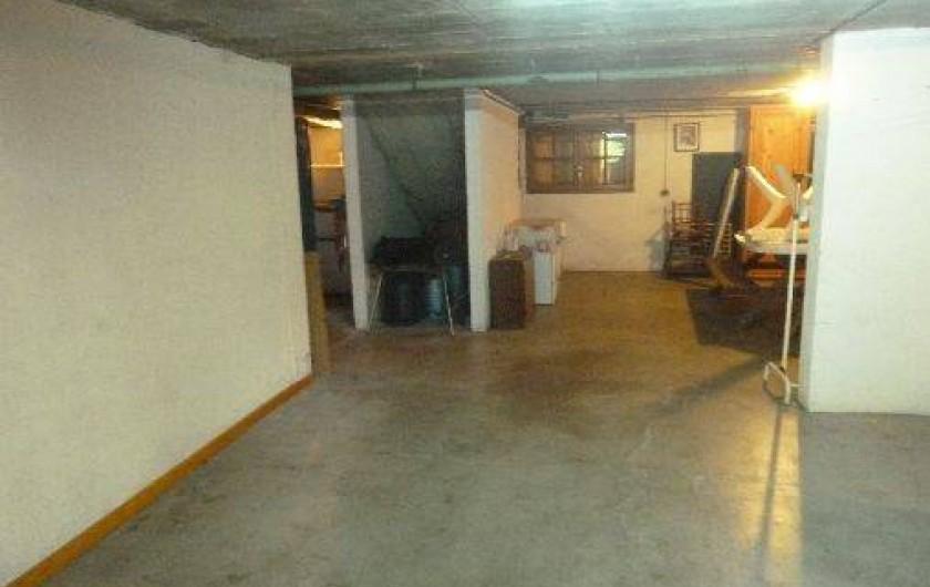 Location de vacances - Chalet à Alex - Grand sous-sol : 2 places pour voitures, salle d'eau, WC