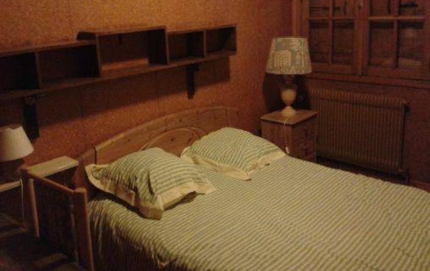 Location de vacances - Chalet à Alex - chambre 1 : lit double 140 cm