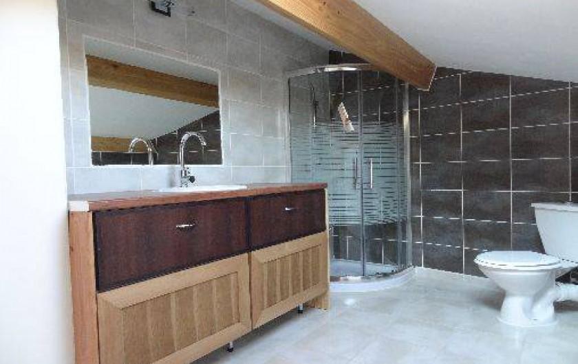 Location de vacances - Gîte à Vagnas - Salle d'eau WC à l'étage