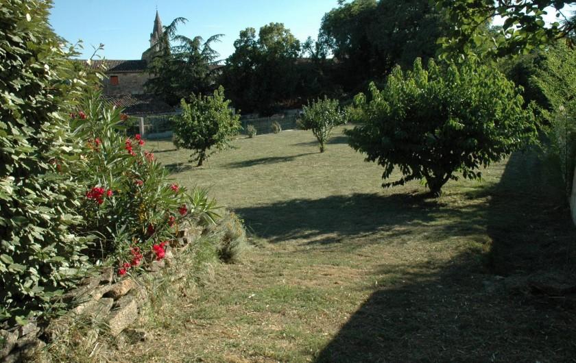 Location de vacances - Gîte à Vagnas - terrain clos de 1000 m2