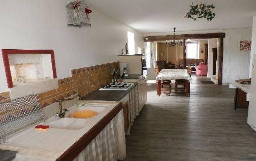 Location de vacances - Maison - Villa à Saint-Avit - Cuisine et vue d'ensemble