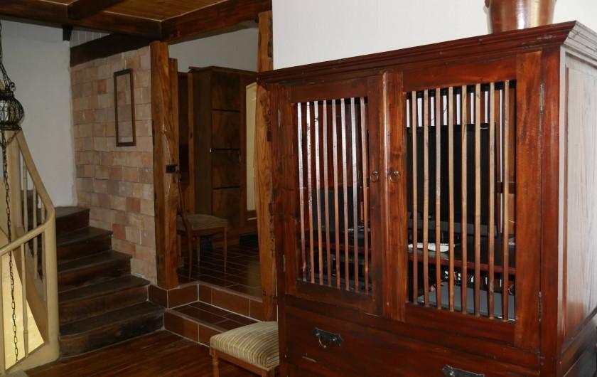 Location de vacances - Maison - Villa à Saint-Avit - Etage : sur le palier, meuble DVD