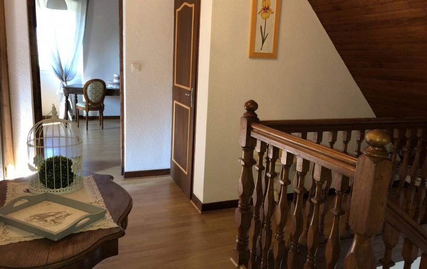 Location de vacances - Villa à Proissans - Le hall de l'étage avec les WC