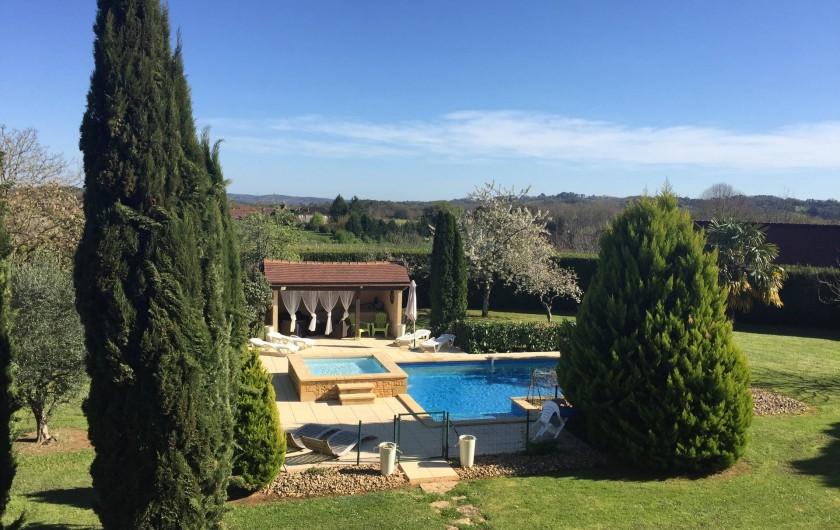 Location de vacances - Villa à Proissans - Vue d'ensemble sur la piscine