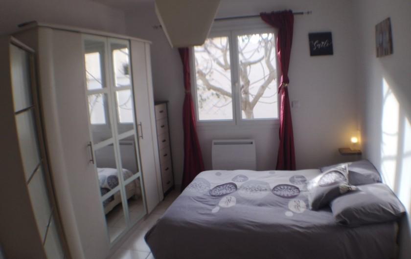 Location de vacances - Villa à Le Grau-du-Roi - Chambre 3 avec vue sur le figuier