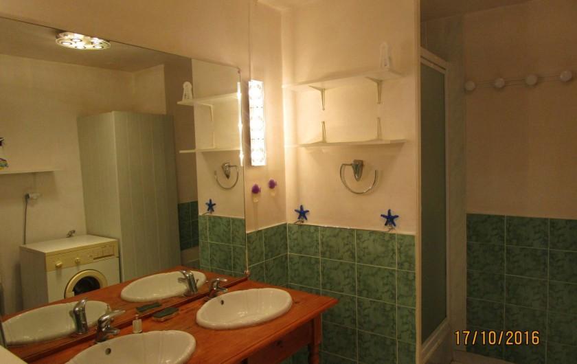 Location de vacances - Villa à La Cotinière - salle de bain