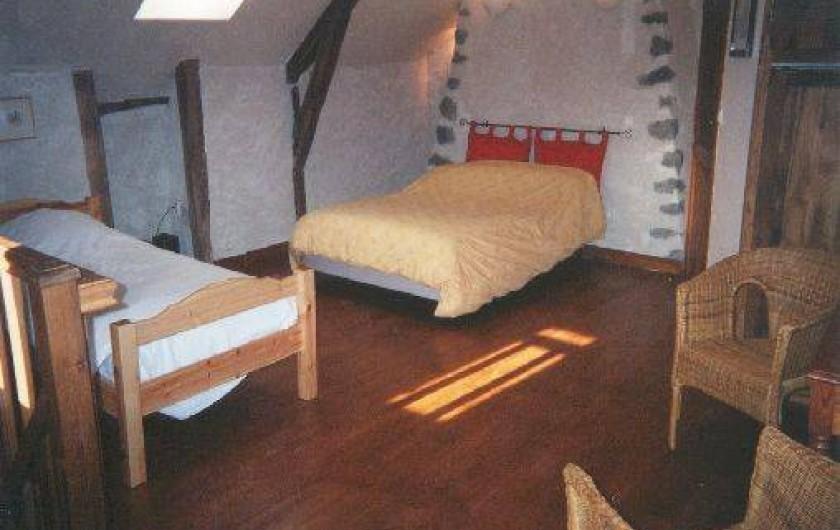 Location de vacances - Gîte à Aurillac - La chambre de l'étage sur toute la surface de la pièce à vivre du Bas