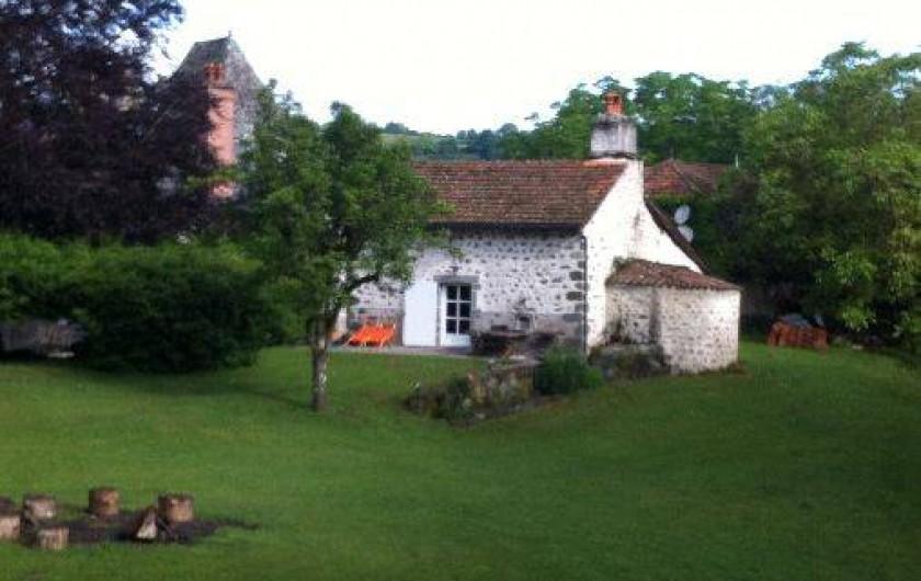 Location de vacances - Gîte à Aurillac - Le Gîte et sa Terrasse Plein Sud - Le Fournil à l'arrière