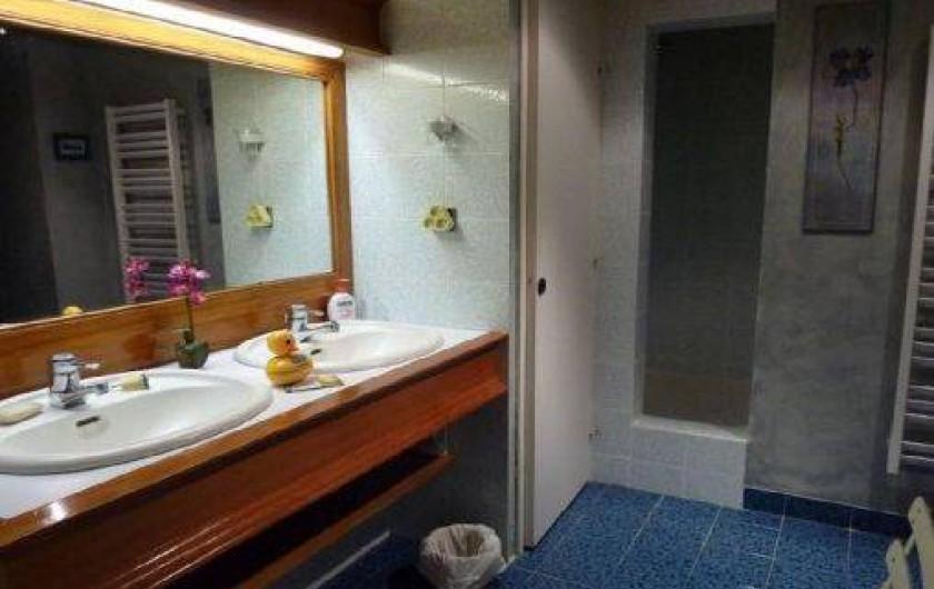 Location de vacances - Appartement à Les Arcs - S.d.b attenante à la chambre parentale au 1er étage. TV Dressing, séchoir