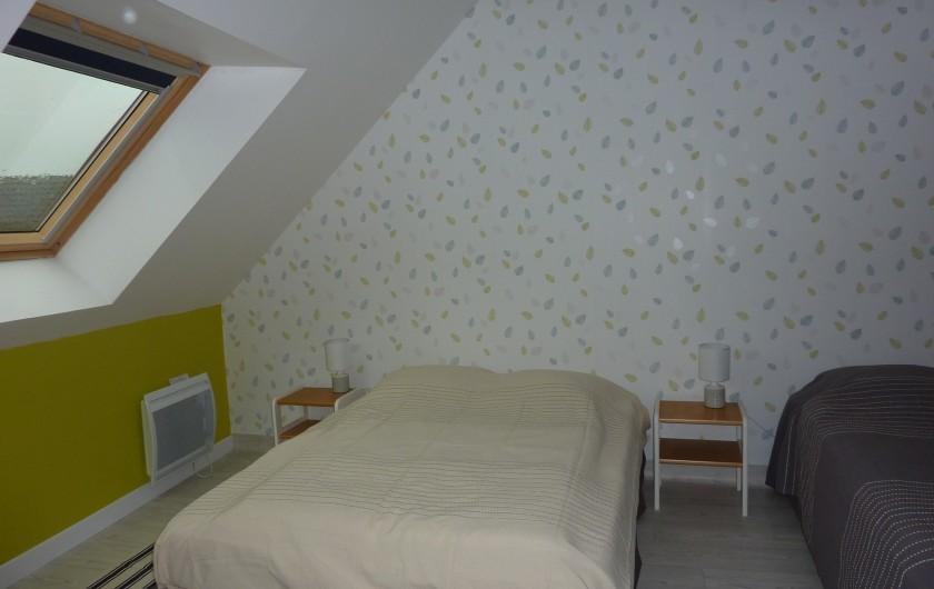 Location de vacances - Gîte à Teurthéville-Hague - Chambre 1 avec 1 lit de 140 (2 personnes)et 1 lit de 90(1 personne)