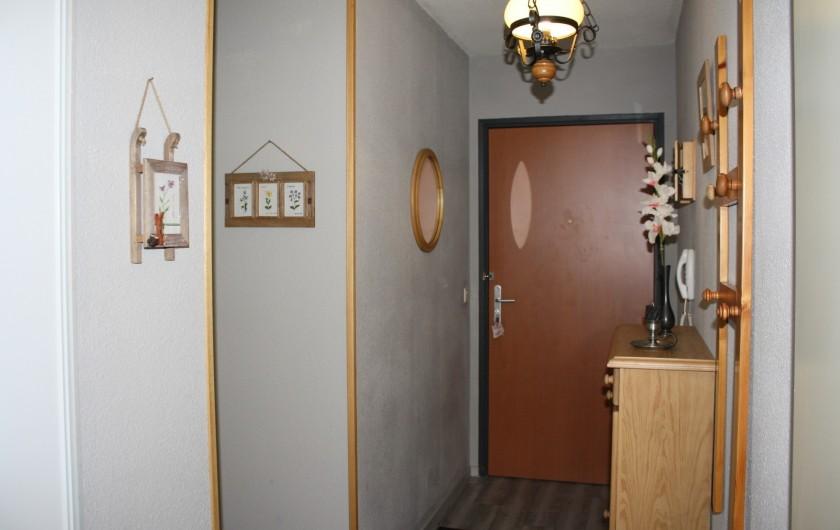 Location de vacances - Appartement à Séez - entrée avec beaucoup de rangements