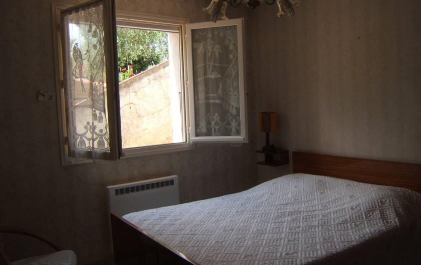 Location de vacances - Appartement à Sospel - Chambre à coucher