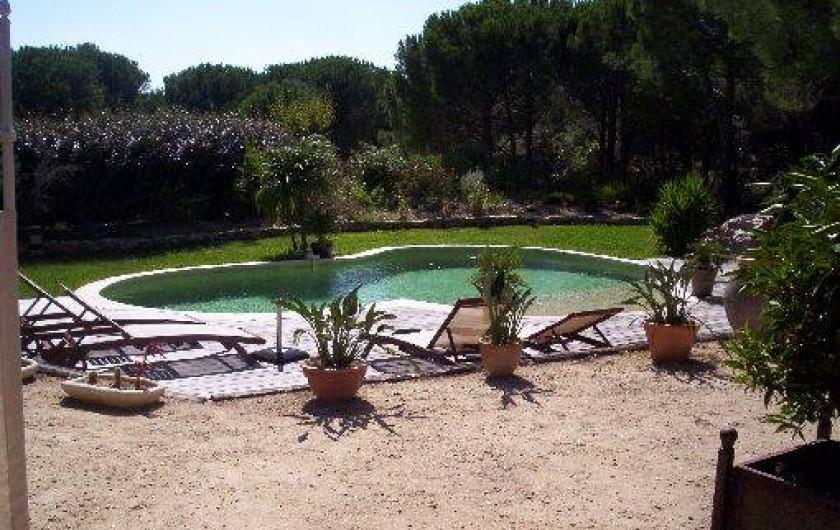 chambre d 39 h tes les glycines grimaud dans le golfe de saint tropez avec piscine et jardin. Black Bedroom Furniture Sets. Home Design Ideas