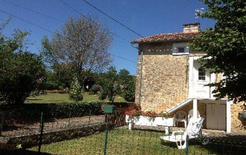 Location de vacances - Gîte à Corgnac-sur-l'Isle - petit jardin clôturé devant le gite