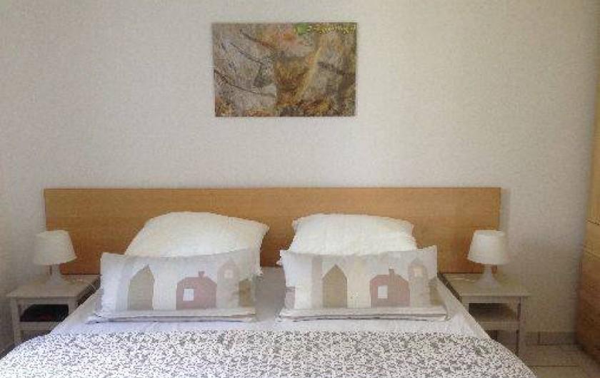 Location de vacances - Gîte à Corgnac-sur-l'Isle - Chambre 1 avec grand lit pouvant se séparer en 2 lits de 80*200