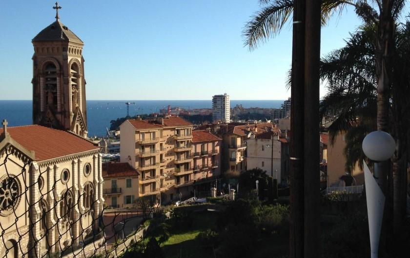 Location de vacances - Appartement à Monaco-Ville - la vue de la maison vers Monaco et l'église St Joseph de Beausoleil