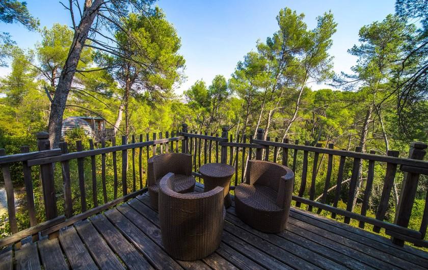 Location de vacances - Insolite à Allauch - Terrasse Cabane Écureuil