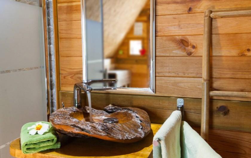 Location de vacances - Insolite à Allauch - Salle de bain Cabane Tahitienne