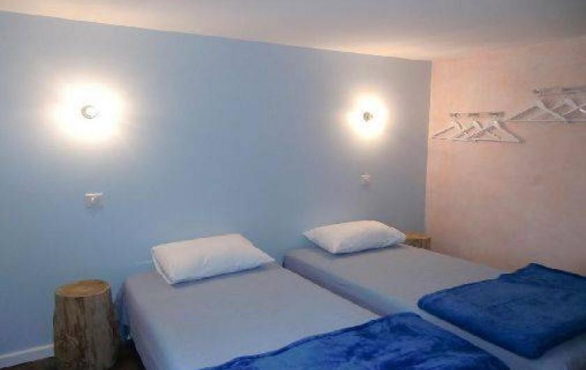 Location de vacances - Maison - Villa à Roumegoux - chambre lit de 90