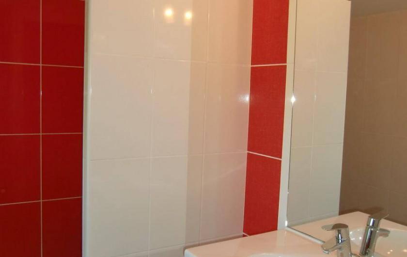Location de vacances - Maison - Villa à Roumegoux - Salle de bain douche à l'italienne