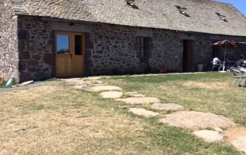 Location de vacances - Maison - Villa à Roumegoux - buron où il fait bon manger en aubrac