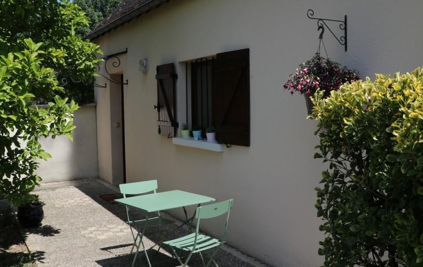 Location de vacances - Appartement à Nazelles-Négron - Terrasse avant