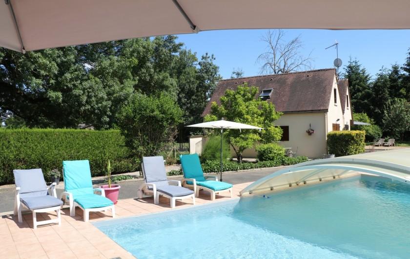 Location de vacances - Appartement à Nazelles-Négron - Vue du gite depuis la piscine