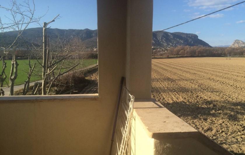 Location de vacances - Appartement à Manosque - La vue de la terrasse du gîte.